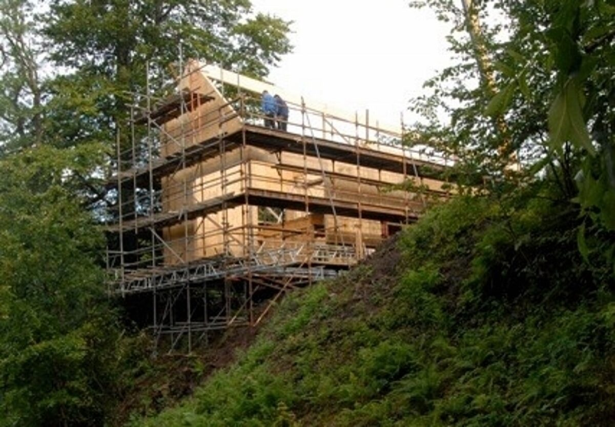 Photo: Cantilevering SIPs Home in Strathblane